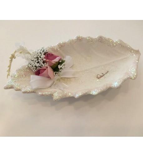 Foglia allungata con fiori rosa