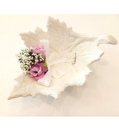 Foglia piccola  e fiore rosa