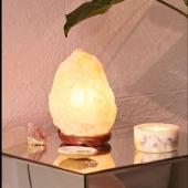 Quale lampada scegliere? Se si guarda ad un fattore puramente estetico, la grandezza va in proporzione al luogo in qui si pensa di collocarla. Ad esempio, potrebbe essere più piacevole una lampada di piccola o media dimensione per un comodino, oppure una bella lampada da 6 Kg per posizionarla in soggiorno. Scegli la tua: vai al link in bio  https://www.astrobomboniere.it/articoli-da-regalo/1433-3742-lampada-di-sale-himalayano-.html#/442-peso-kg_2_3  #lampadedisale #bombonieremonza #regalimonza  Per informazioni ☎️ 0392001976 📲 3713894087 💻 www.astrobomboniere.it Info@astrobomboniere.it